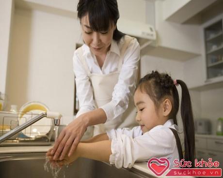Mẹ nên là người hướng dẫn chứ đừng làm người giúp việc cho con
