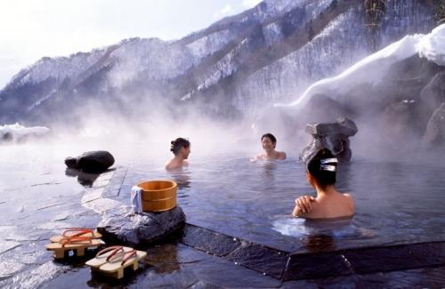 Ai không nên tắm suối nóng để tránh làm hại đến sức khỏe?